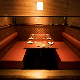 It is an ideal seat for banquets with small number of people such as community girls and girls' associations, meals with close friends.It is spacious with a sofa type table seat! Because it is a private room, please enjoy relaxing party without concern for surrounding guests.