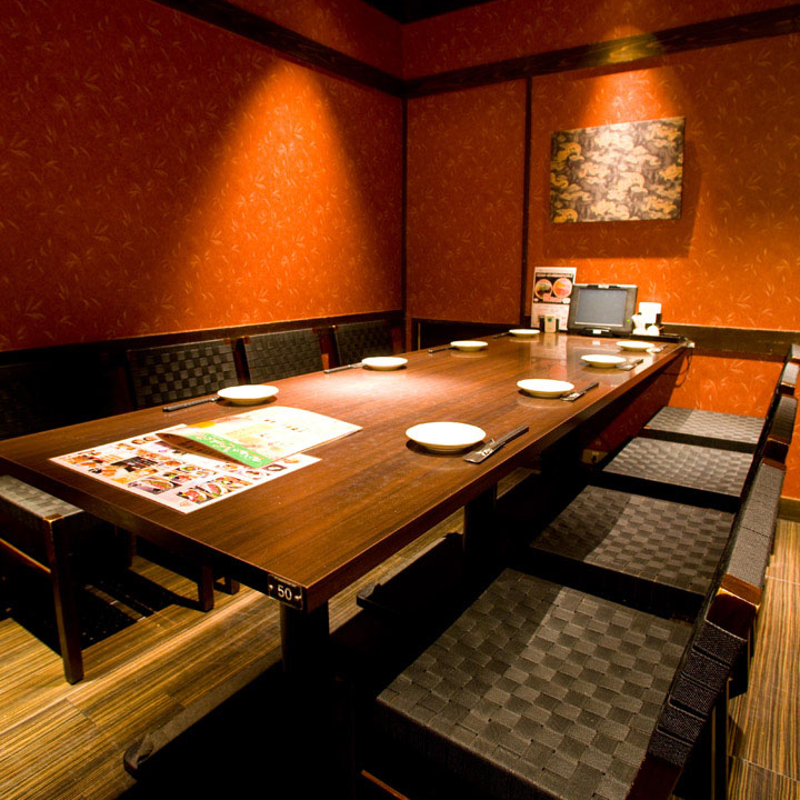 It is a private room of table seat which can use up to 8 people.Recommended course with all you drinks if you use at banquet! We offer a banquet course with total of 7 items from 3,500 yen including high quality Japanese beef and sticking Japanese food.Please choose according to the number of people, budget etc.