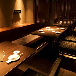 It is digging seat where you can relax and enjoy your feet.The stylish interior floating in the atmosphere of soft Japanese tones based on trees complements our Wagyu beef dishes.Please enjoy delicious cuisine and delicious sake to your heart's content, in a relaxingly in-store shop.