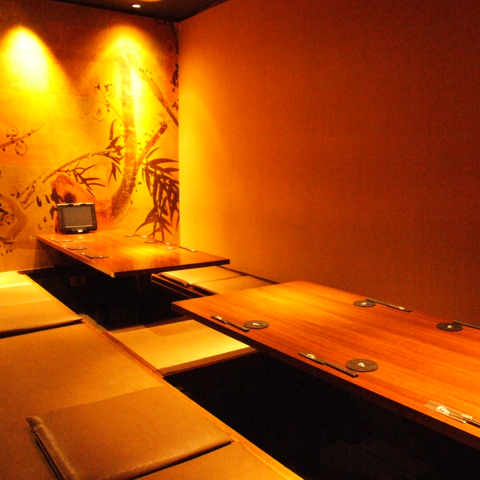 Private room is available for up to 14 people.Recommended for banquets in company departments and medium sized banquets such as alumni associations! You can enjoy your meal relaxedly in a Japanese atmosphere.Digging that can extend your legs and relax is a popular seat, so make your reservation as soon as possible!