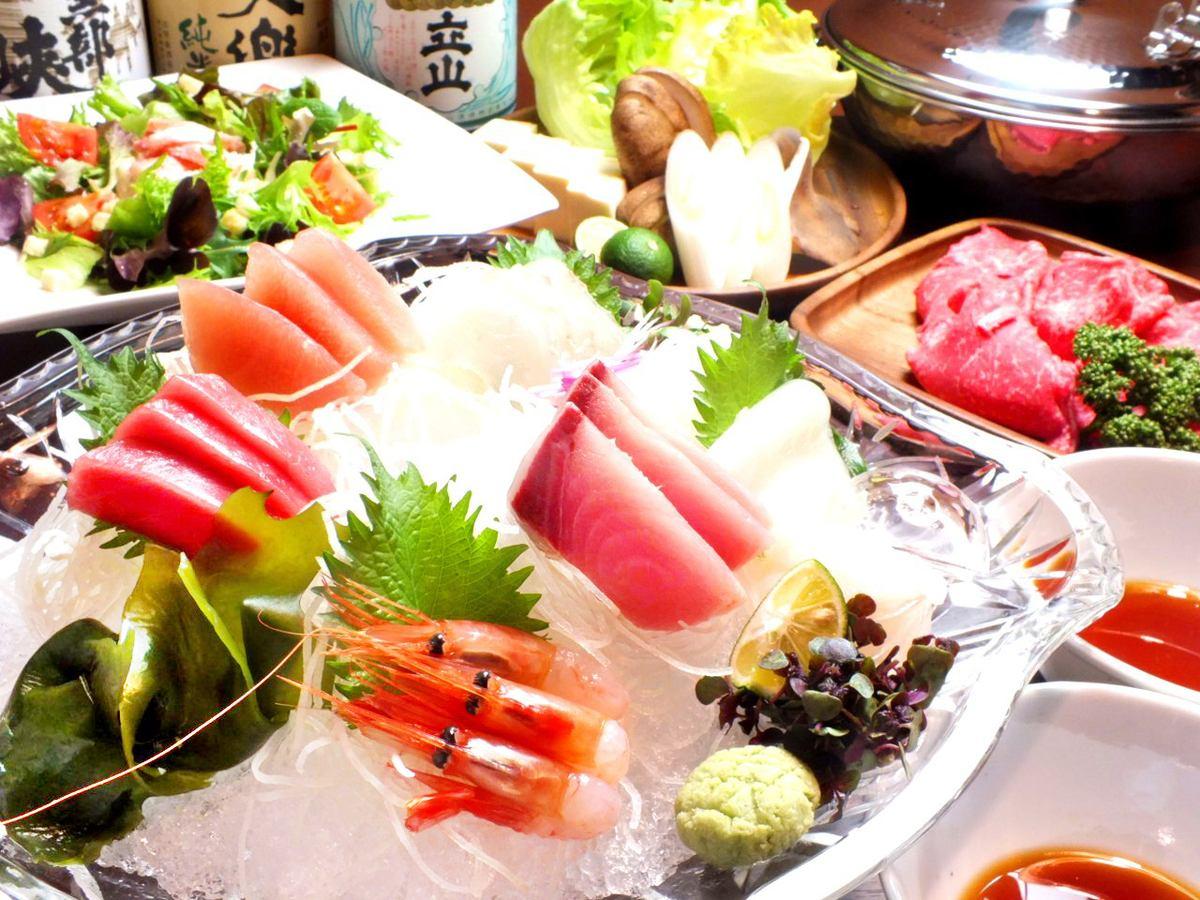 私人房间的小酒馆和宴会,可以品尝生鱼片,当地的清酒,冰见牛肉,新鲜蔬菜等50人