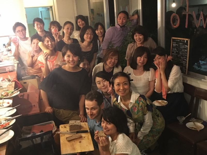 Guests who visited from various countries enjoyed conversation happily.Maybe there is a nice encounter ♪
