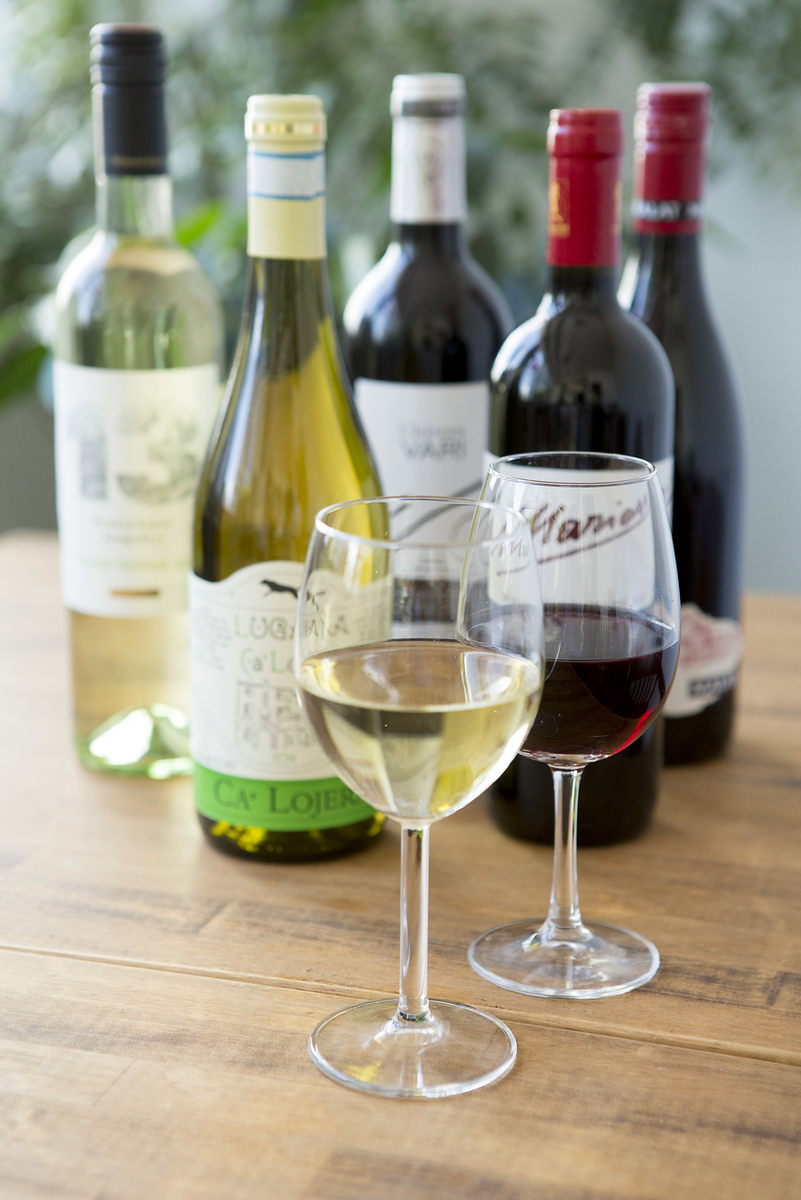 A variety of natural wines can be drunk a lot By the glass