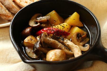 Seasonal vegetables and ahijo of root vegetables