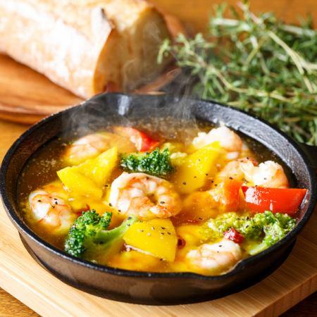 海老と季節野菜のアヒージョ