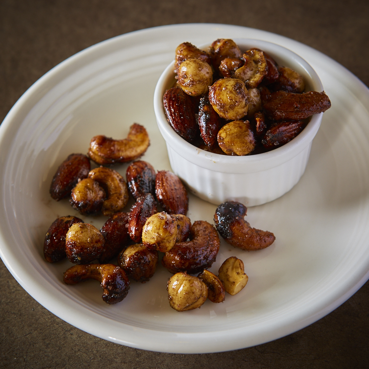 ■ Homemade roast nuts scented with truffle