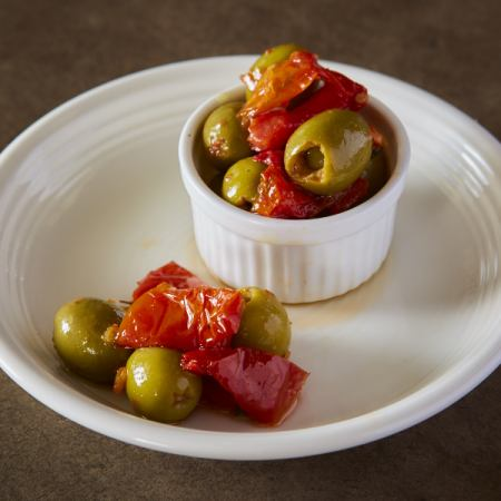 ■ Marinated anchovy olives and dried tomatoes
