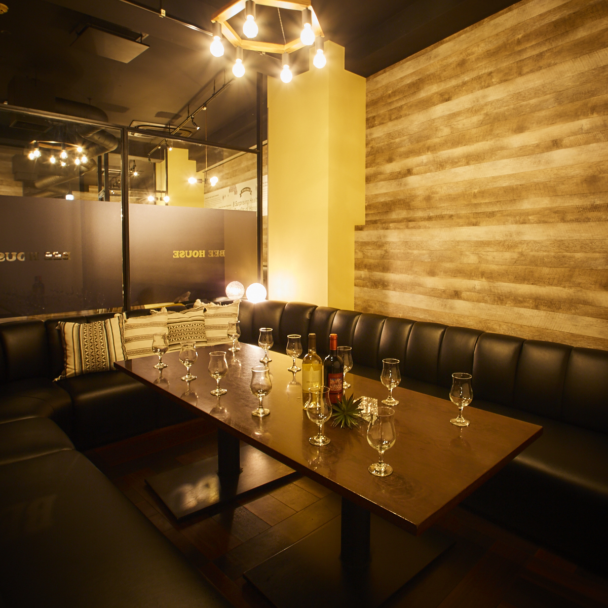 VIP seats on full sofas ♪ Reservation is essential for a limited seating!