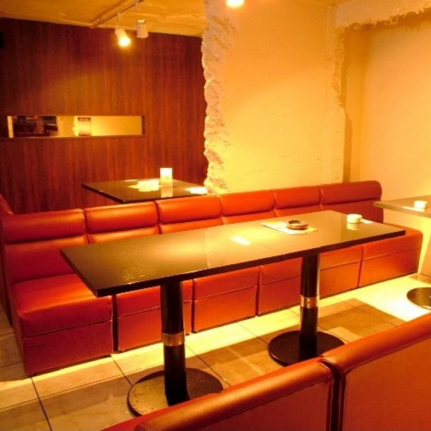 A sofa seat popular among girls' societies! Luxury space where you can enjoy talking & cooking with everyone ♪ We are preparing to have fun playing darts, billiards and table games !!