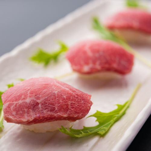 馬肉本来の味わいを贅沢に堪能『桜肉の握り寿司』