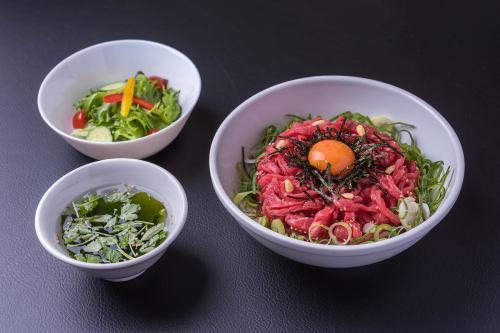 贅沢ユッケ丼ランチ
