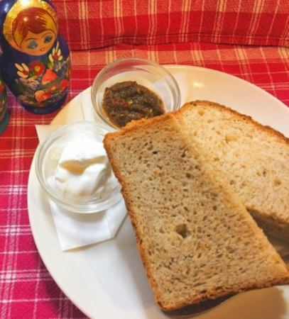 自家製ライ麦入り黒パン