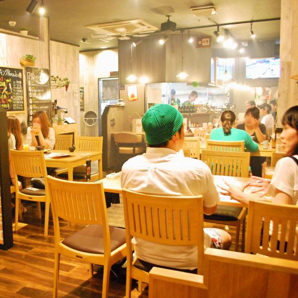 Inside a fancy shop that does not seem to be Yakitori shop, atmosphere ◎ From private table style table seat to reserved number of adults OK! Small group drinking party, girls' association, date etc such as dinner and late lunch are certainly coming! Please eat yakitori and horse cooking while relaxing to your heart's content ♪