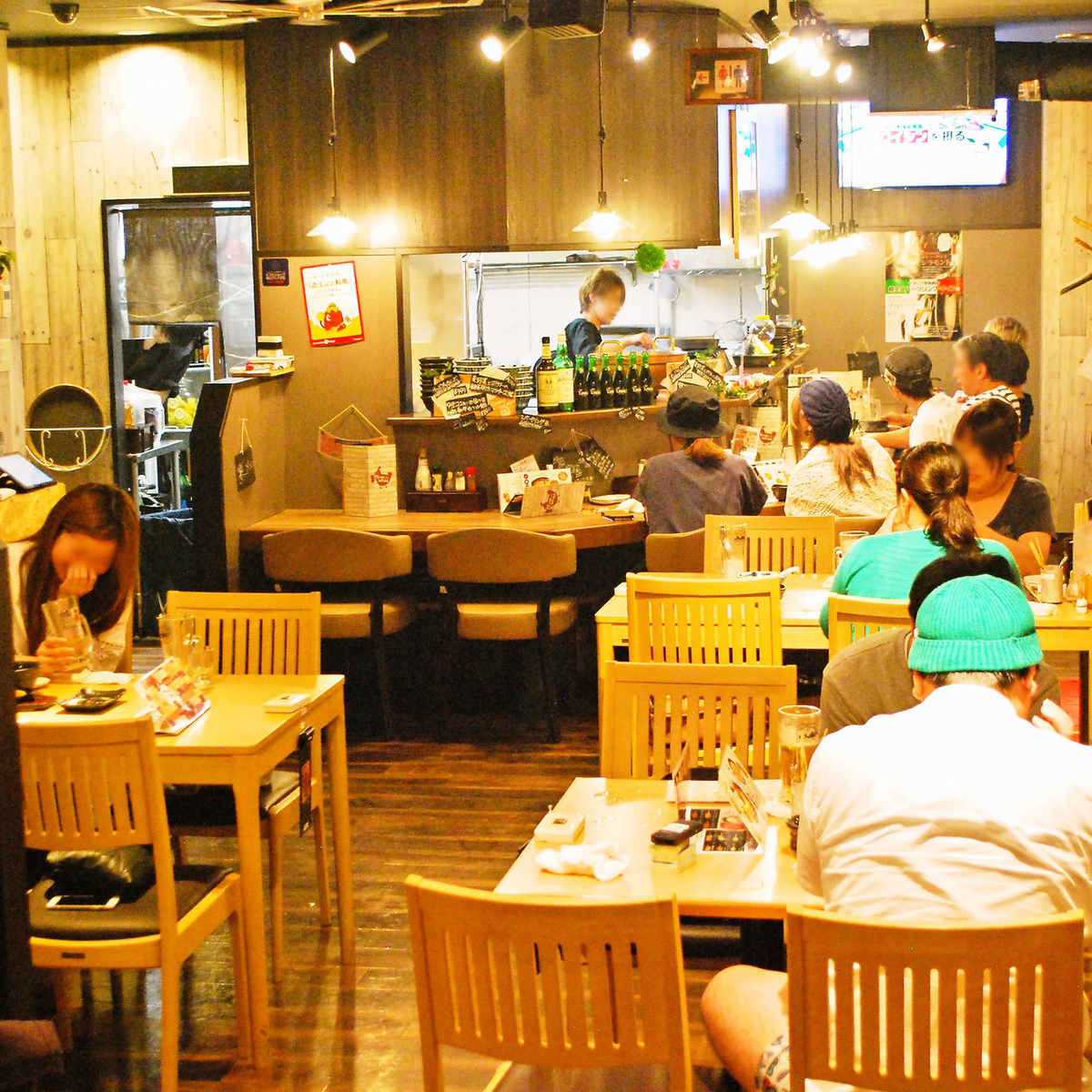 Counter seats / table seats / digging seats and stylish yakitori pubs that can be used depending on the application