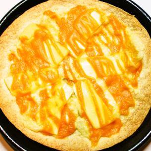 Cheese plentiful pizza