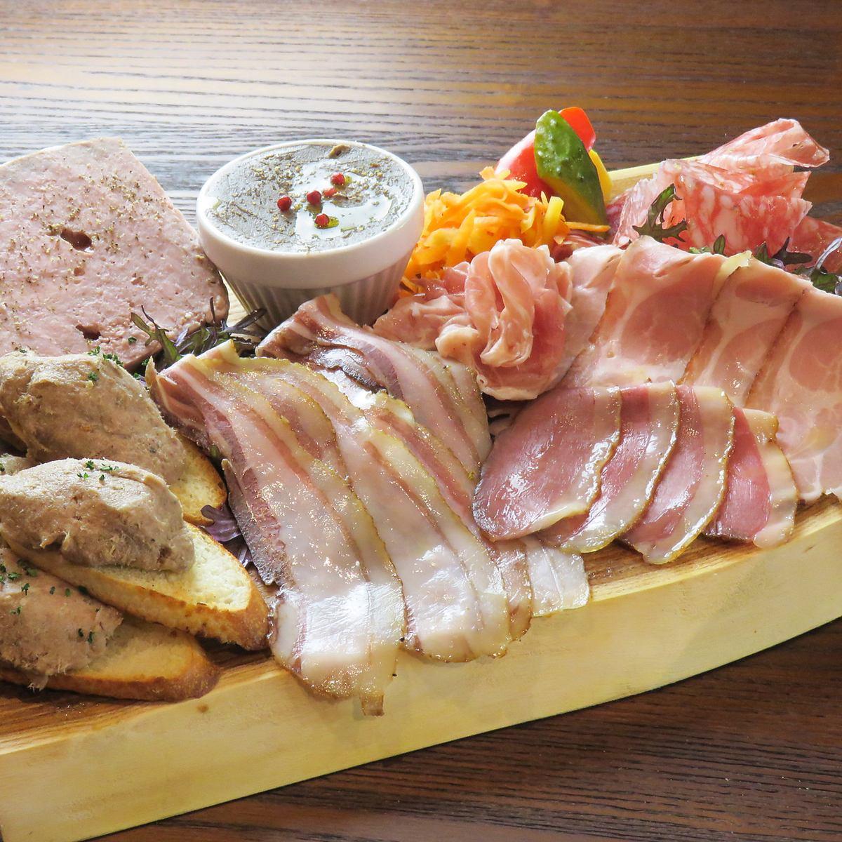 飾りすぎない、カジュアルなデートに♪ 肉満載のビストロです!