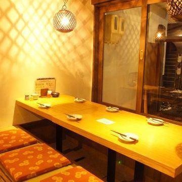 【テーブル席】は2名~6名までに最適なお席をご用意!人数に応じて対応可能です。