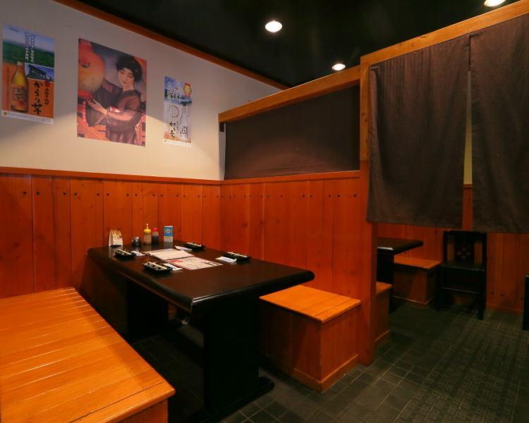 お席はゆったりとしたボックス席になってます。奥のお席は仕切られているので、半個室としてご利用頂けます。人数に合わせた使い方は、お気軽にお問い合わせください。(餃子/宴会/飲み放題/コース/二次会/石橋/居酒屋/歓迎会/送迎会)