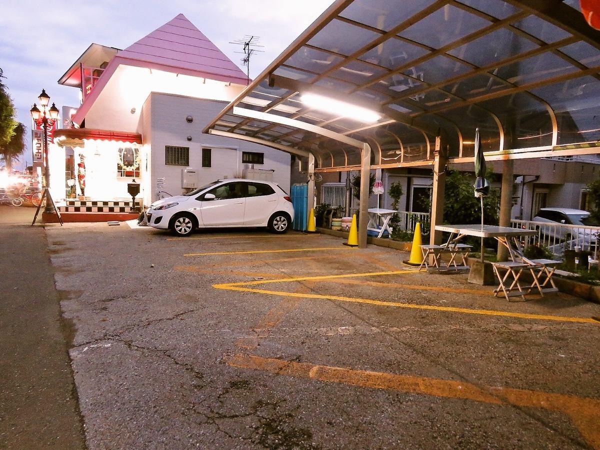 お車でしたら新大宮バイパスを与野方面に向かう側にお店はあります。駐車場は全部で3台分ご用意があります