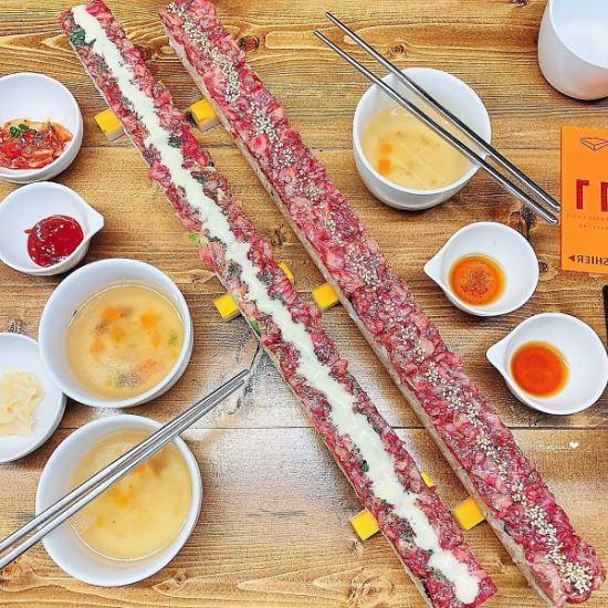 50cmの特大ユッケ寿司が食べられる名店!!
