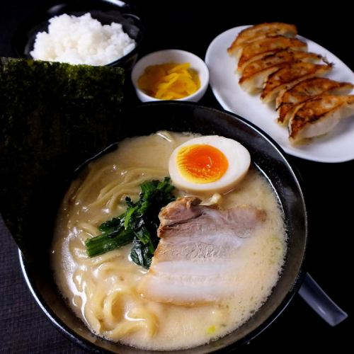Lunch menu is OK from 11:00 to 17:00 ♪