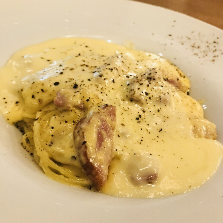 Toned cheese and aged bacon carbonara