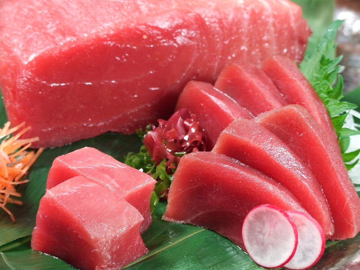 Raw book tuna sashimi