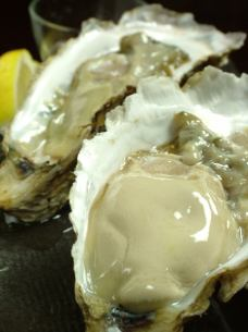 Akkeshi from! Yoshie round fishing boat directly oysters! (Raw or grilled or steamed)