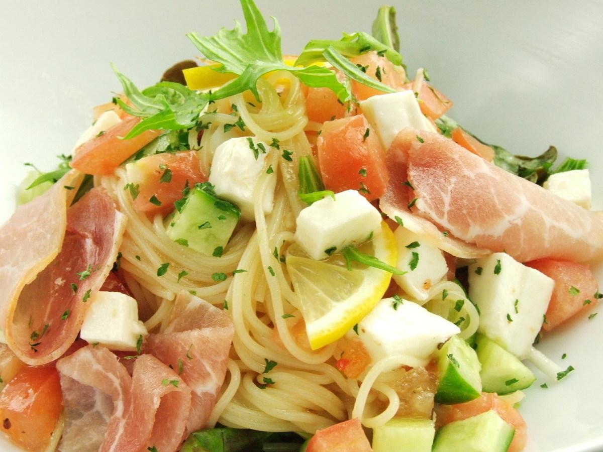 Raw ham and seasonal vegetable pasta salad · ramen salad · tomato caesar salad