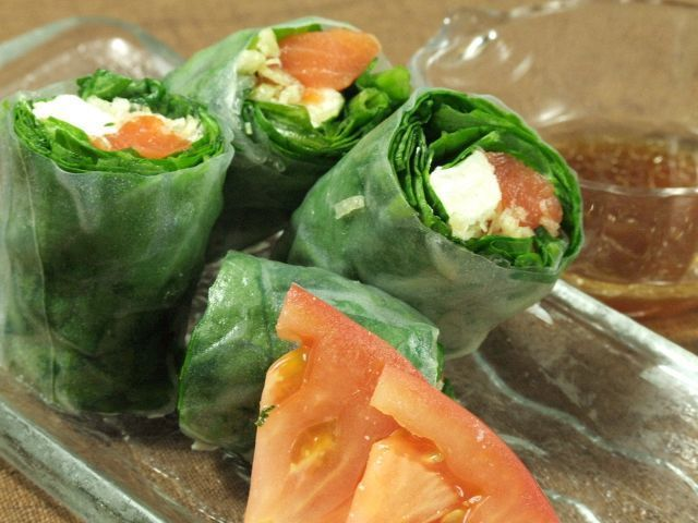 Salmon and cream cheese raw spring roll · seafood raw spring roll