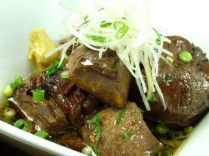 소금 호르몬 매콤한 볶음 · 소 혀의 부드러운 조림 돼지 고기 튀김