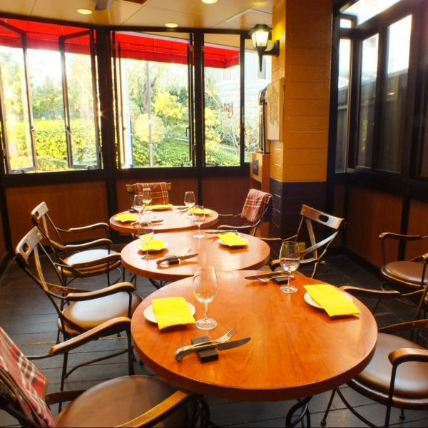 Relaxingly relaxing terrace seating has atmosphere, it is recommended for date.Terrace seats are also available for pets in half a private room.