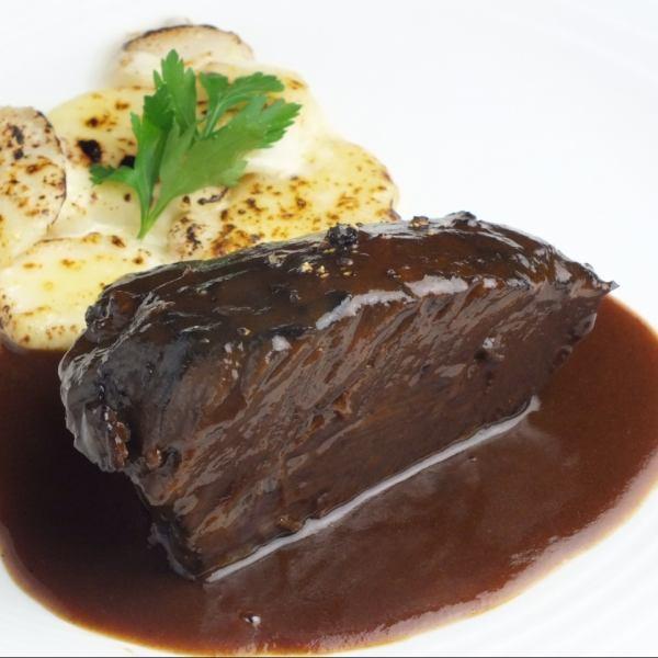 Red wine stew of beef cheek meat