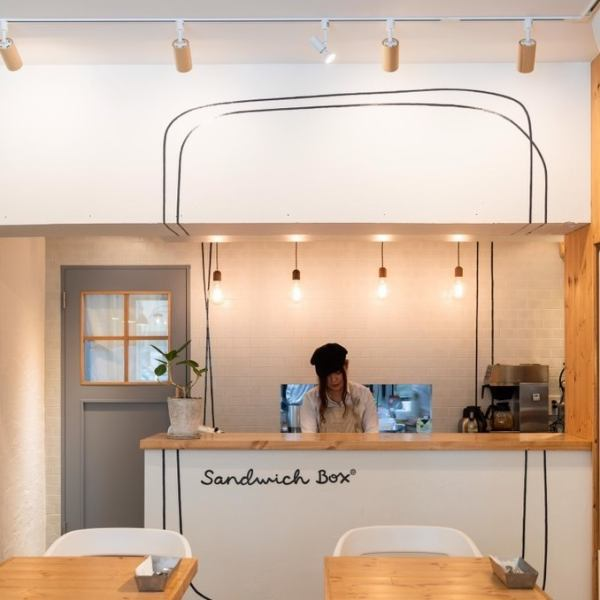 【MR. & MRS.CAFE sister shop】 It is next to Niigata station and every generation, next to Meat sauce Sato ♪ Abundant variety of sandwiches and delicious drinks