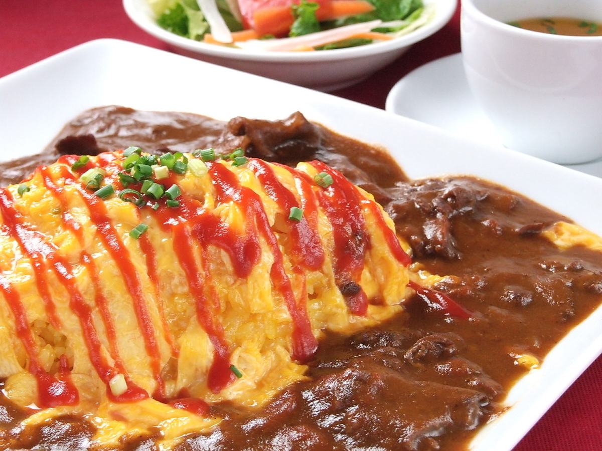 Tamararo omelet with soup and salad