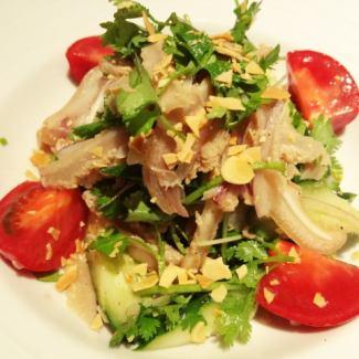 トリッパと豚耳、香菜のエスニックサラダ