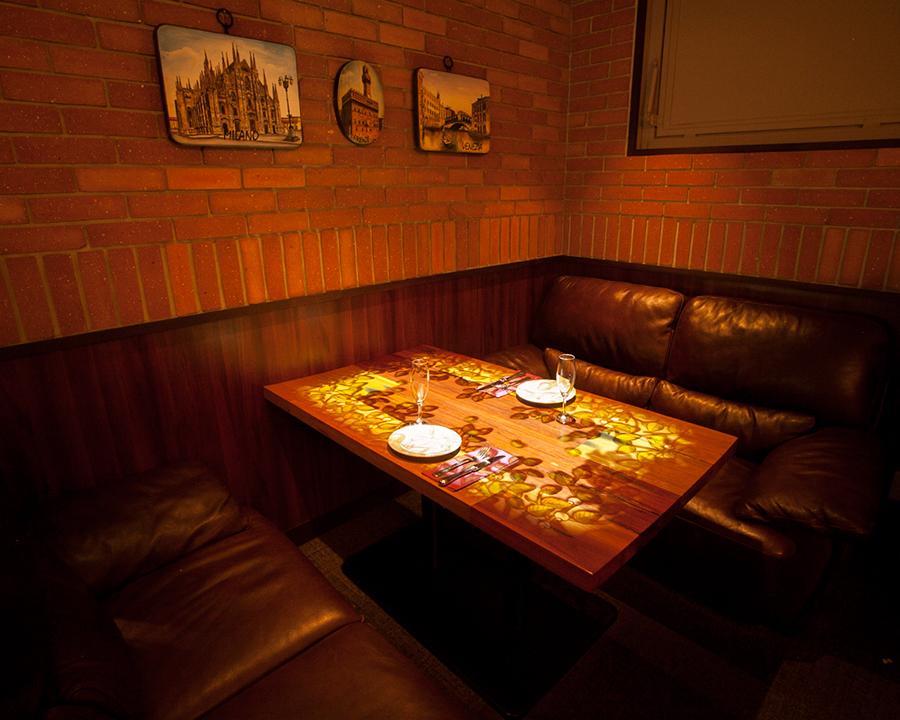 """""""favetta的神奇色彩在店內""""VIP沙發座椅在我們的商店""""VIP沙發座椅"""",映射在桌子上進行,主要是害羞的感覺。可以2至4人使用,請使用半私人房間感覺""""特別的夜晚""""。※預約不可避免。"""