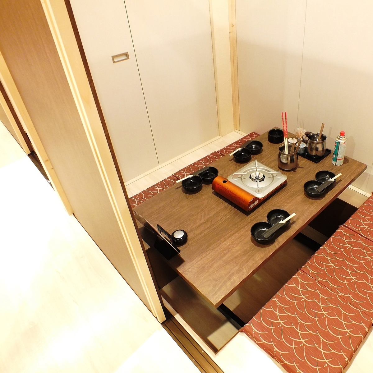 Picture is for 4 people perfect private room ★ Guide how many people to complete private room ★
