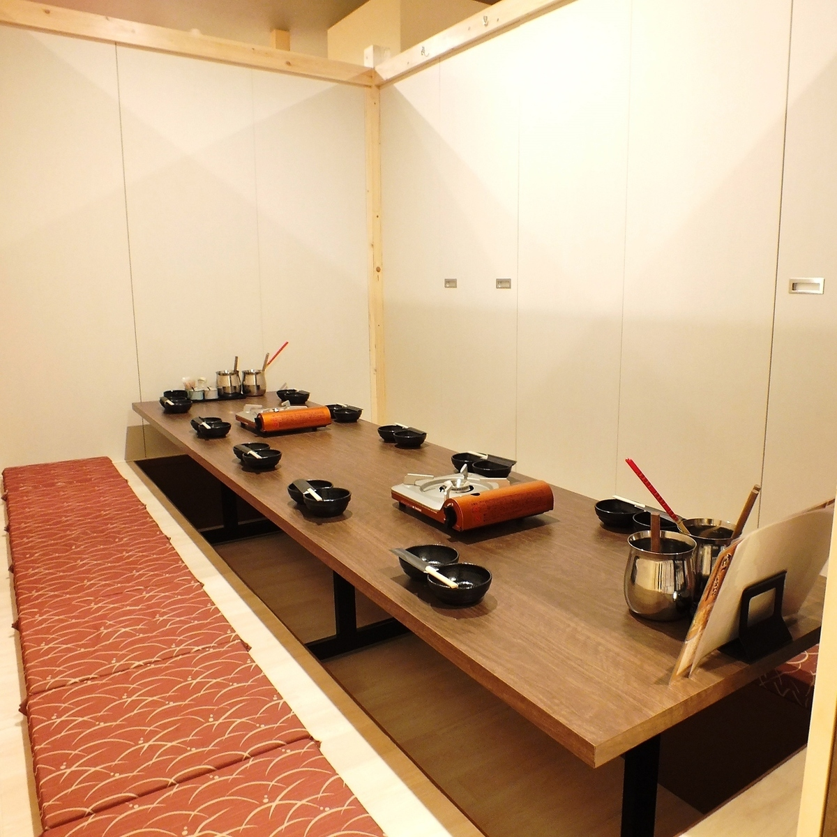 10 or more private rooms up to 65 people ★