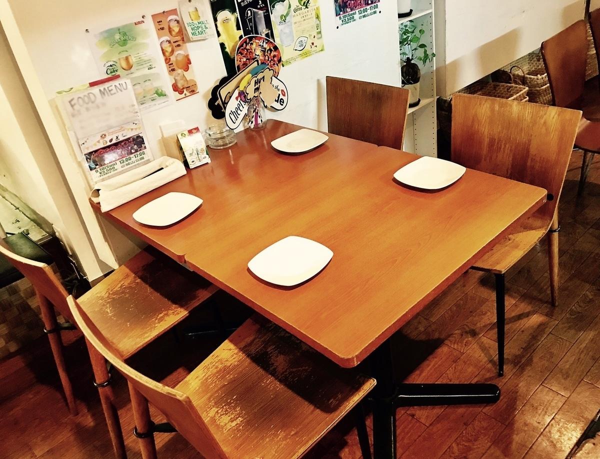 4 인용 테이블 석은 인원수에 맞게 레이아웃 변경도 가능합니다 ☆ 고객의 요구에 맞게 유연하게 대응하겠습니다.부담없이 말씀을 나눔주세요!