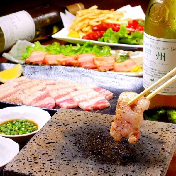 山梨县的品牌猪!葡萄酒吨的富士山熔岩烧烤