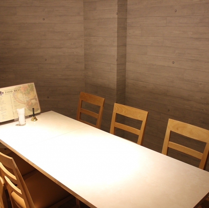 We have a complete private room.I am waiting for your early reservation.
