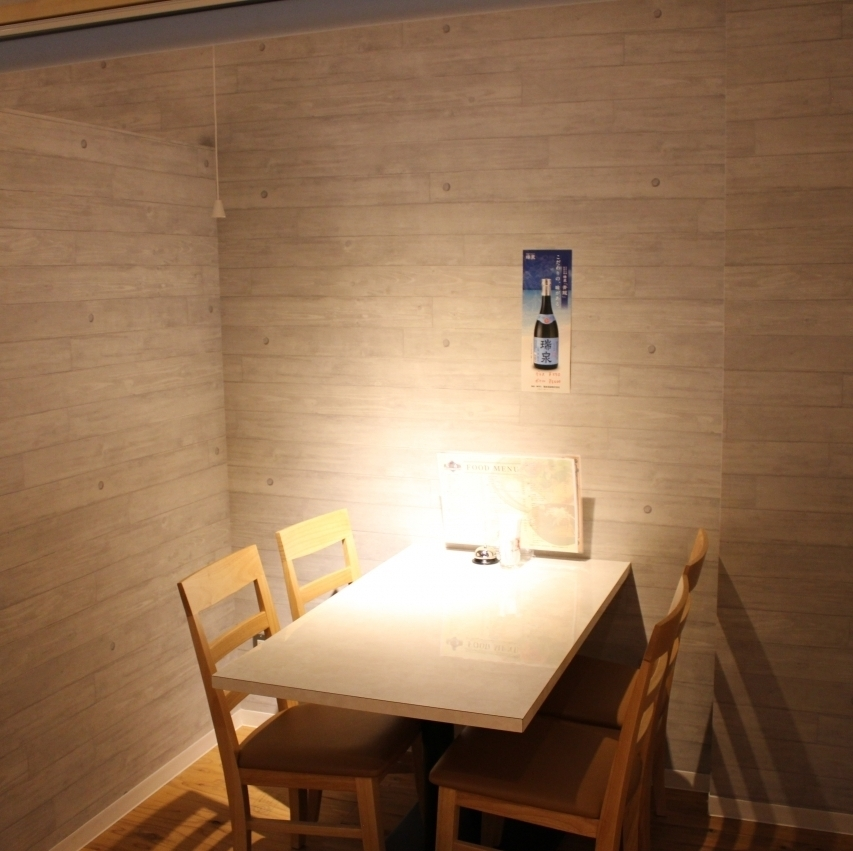 A semi-private room for 4 people can be used for sac drinking after returning to work!