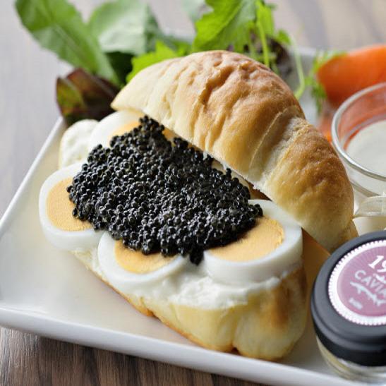 [1 일 3 식 한정】 지금까지 먹어 본 적이없는 양의 캐비어를 캐주얼 맛.고급 캐비어 버거 ♪