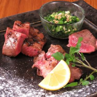 牛肉舌头牛排配韭菜盐酱 -