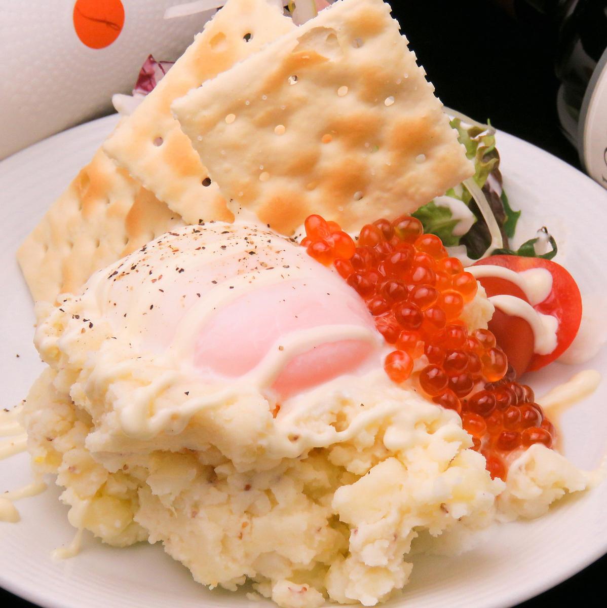 いくらと半熟卵のポテトサラダ