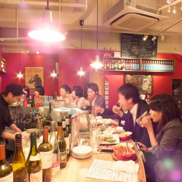 1階はカウンターメインで、お1人様でも気軽にお使いになれます。徳島駅から近いので会社帰りのサク飲みにも最適★