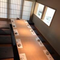 個室は最大12名様までご利用可能です。10名様以上のお集まりについてはお気軽にご相談ください。