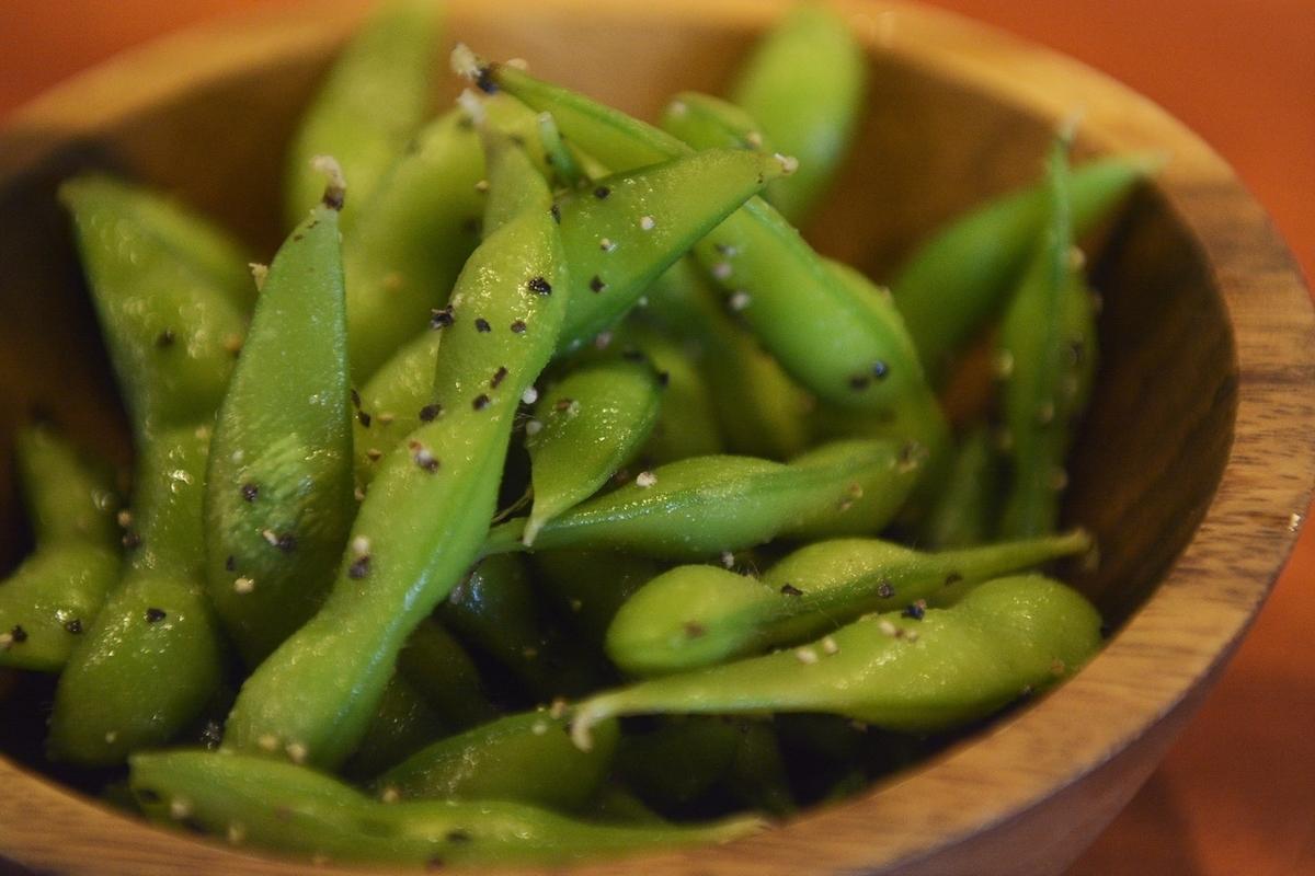 Garlic black pepper green soybeans