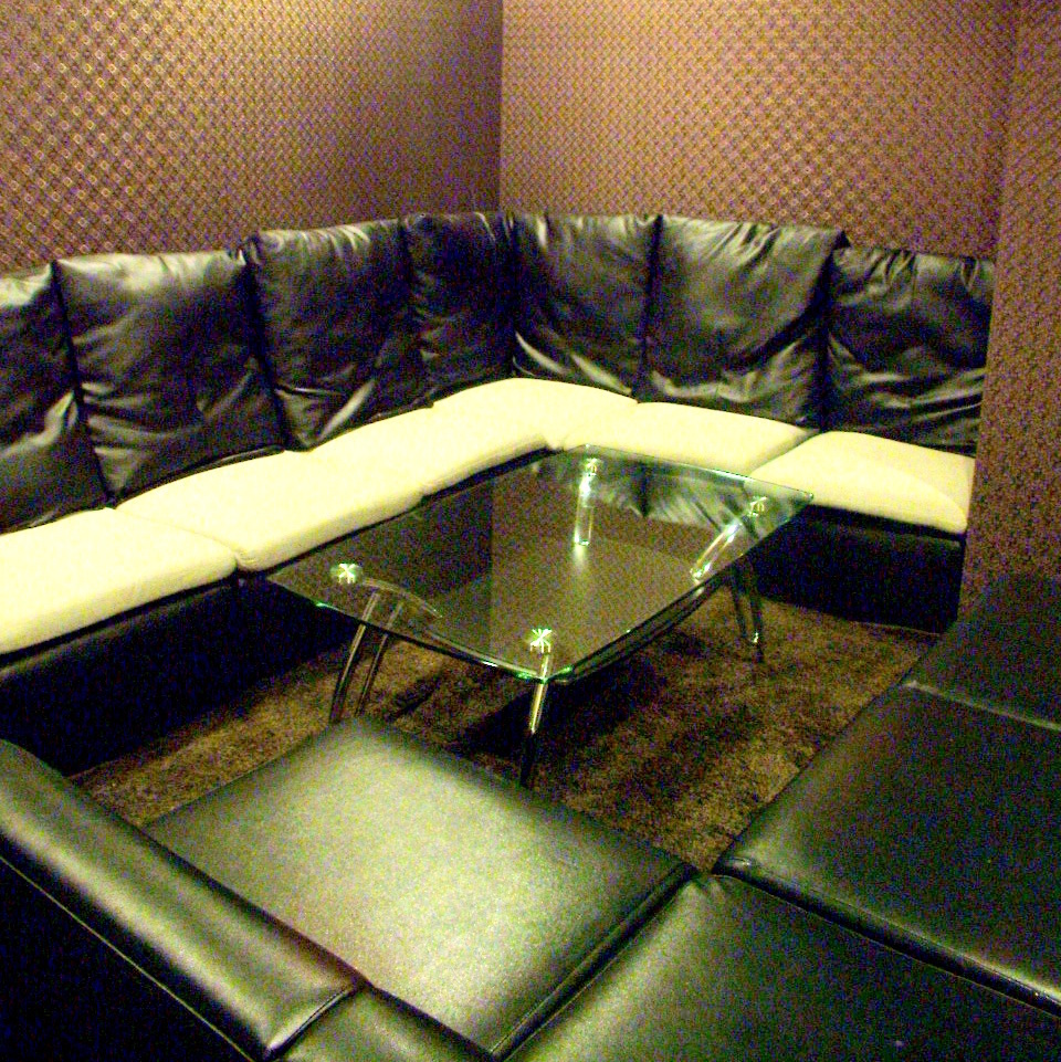 Maximum of 10 people VIP Private room It is a popular room where you can relax comfortably in a space away from the floor.